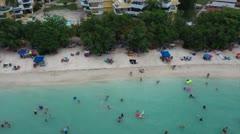El COVID-19 no detiene el disfrute de las playas del área oeste de Puerto Rico