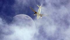 ¡Aviones vuelan frente a la luna y el sol! Mira los momentos