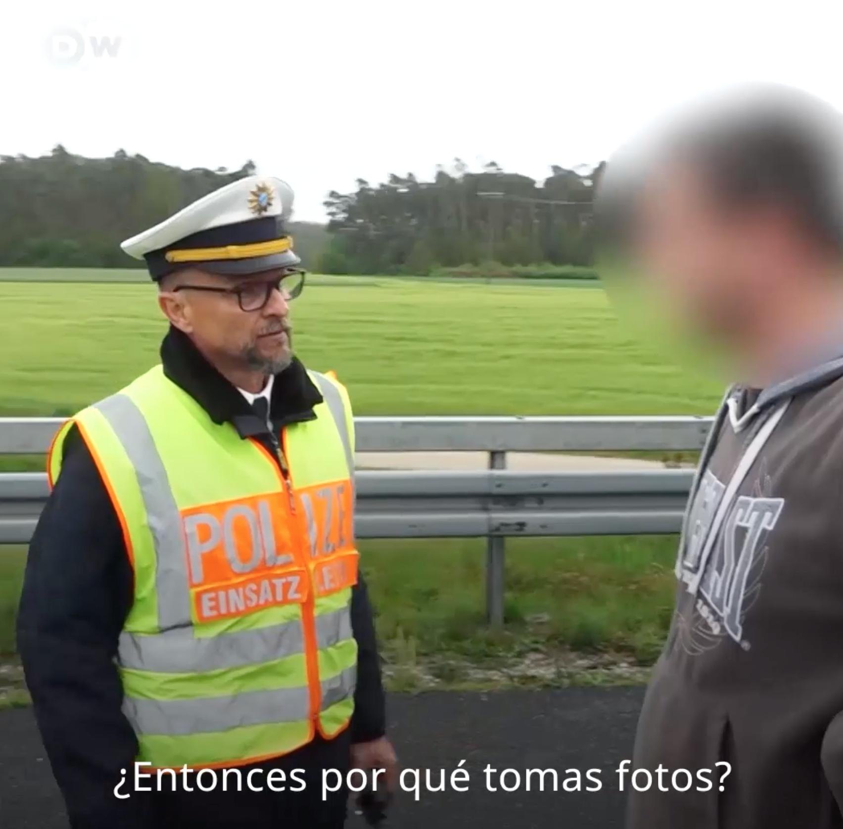 Este policía le ha dado una lección a los curiosos que sacan fotos de accidentes