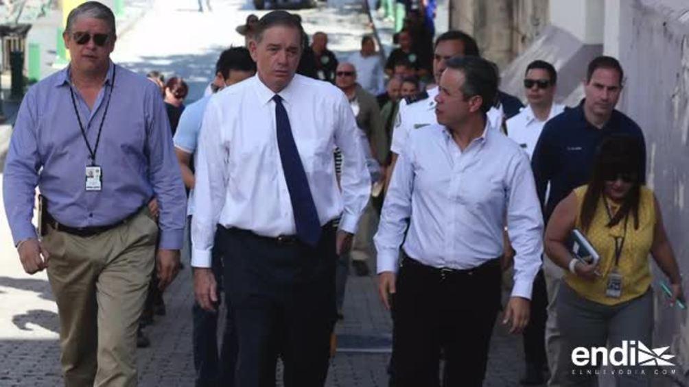 Legisladores inspeccionan la calle San Sebastián antes del comienzo de las fiestas