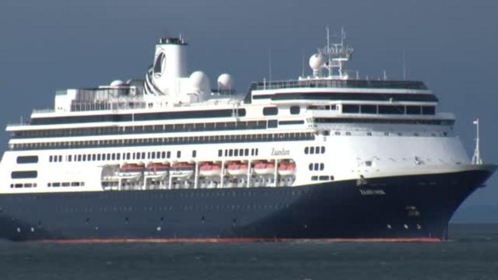 """El terror de 1,243 turistas atrapados en un crucero: """"Da miedo"""""""