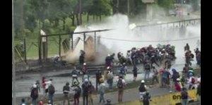 Miles marchan a cuarteles en Venezuela por muertes en protestas