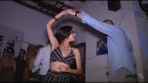 """Turistas vienen a bailar """"Despacito"""" a La Perla"""