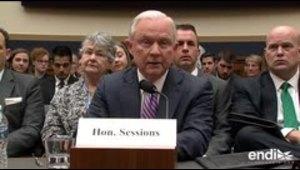 Jeff Sessions promete decidir sobre fiscal especial para Clinton