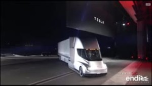 Tesla develó su nuevo camión eléctrico