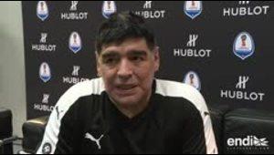 Maradona, Bolt y otras figuras juegan juntos fútbol