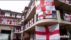 Un fan de Inglaterra contagia con la fiebre mundialista a sus vecinos