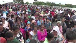 México abre frontera a mujeres y niños de caravana hondur...