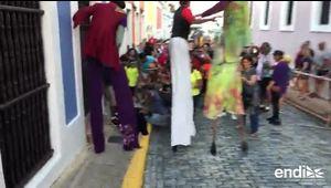 Zanquero se cae en medio de la celebración de la SanSe