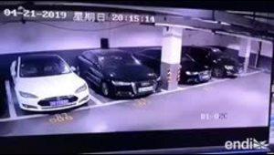 Mira el momento en que explota un Tesla en Shanghai