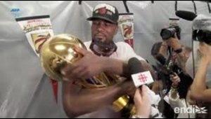 La espectacular celebración de los Raptors y sus fanático...