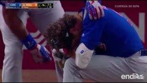 El terrible momento en que una niña recibe un pelotazo du...
