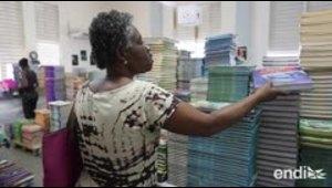 Reparten gratuitamente los libros de las escuelas cerradas