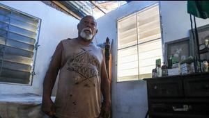 Tiene 72 años, vive bajo un toldo y así enfrentó la tormenta Karen