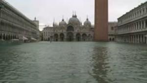 Cierra la Plaza San Marcos de Venecia por inundación total