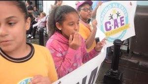 Niños le piden a la gobernadora que no cierre su escuela