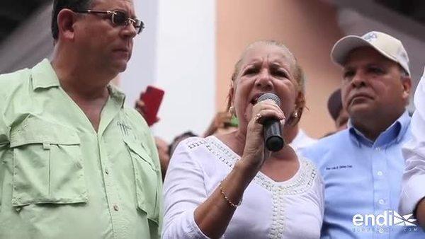 Ciudadanos y alcaldes marchan hasta La Fortaleza en protesta por la falta de luz en sus pueblos