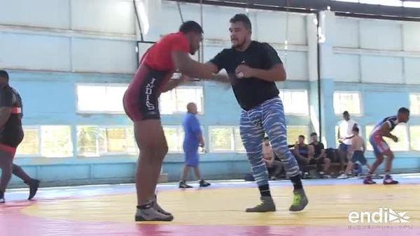 Luchadores boricuas entrenan en Cuba