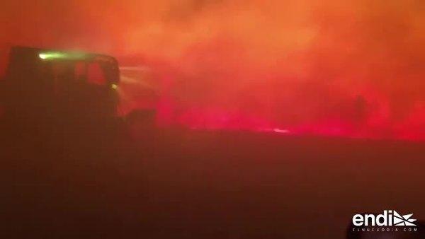 Equipos de rescate rastrillan las zonas de los incendios en California, en busca de víctimas