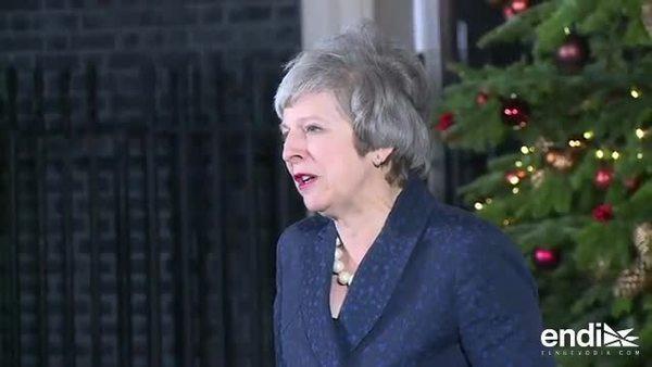 Theresa May sobrevive al ataque de sus propios diputados por Brexit