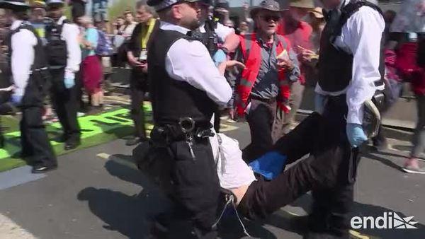 Cientos de arrestos en las protestas por el cambio climático en Londres