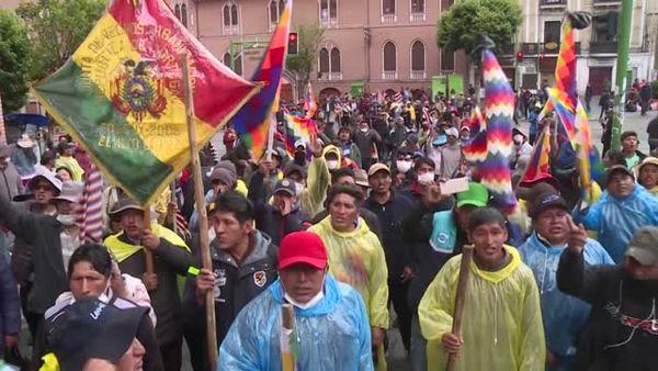 """""""Que vuelva Evo"""", grita una enardecida multitud en La Paz"""
