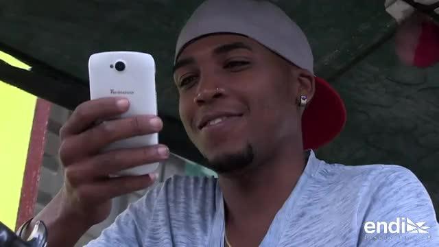 Los cubanos esperan que los altos precios de internet en sus móviles baje con la proliferación del servicio