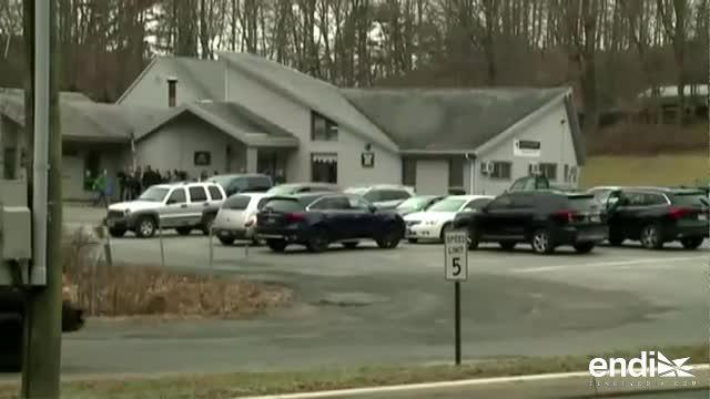 Desalojan escuela Sandy Hook por aviso de bomba