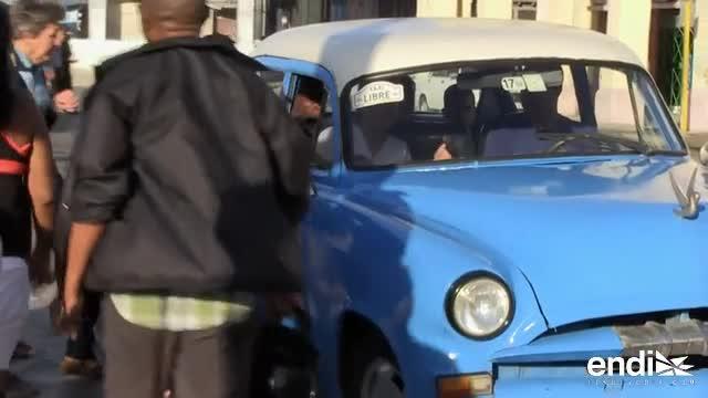 Los taxis enfrentan nuevas normas y se complica el transporte en Cuba