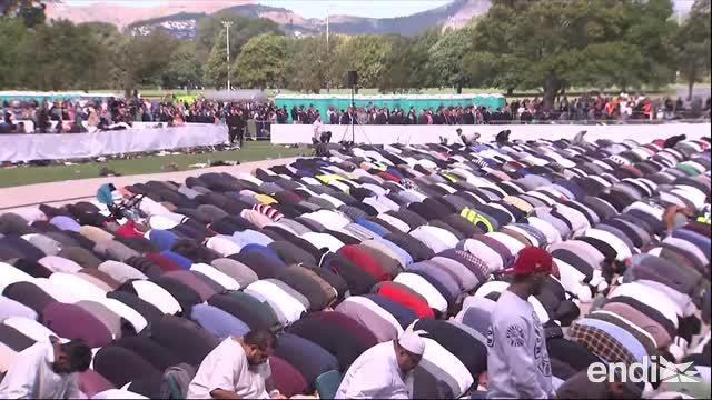 Nueva Zelanda rinde homenaje a las 50 víctimas de la masacre