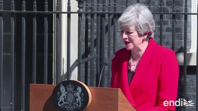 Theresa May rompe a llorar en medio del anuncio de su renuncia