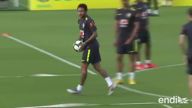 Neymar llega a Brasil para disputar la Copa America