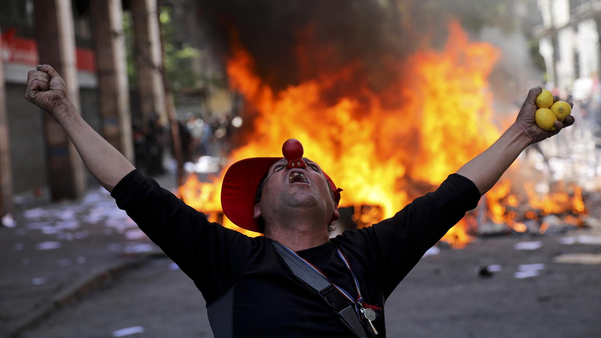 Caos y tragedia en Chile bajo un mar de protestas