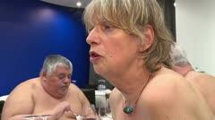 ¡Buen provecho, al desnudo!